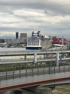 大型客船が来航しています。